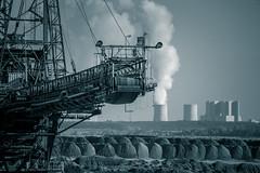 """Es lebe der """"Fortschritt"""" - auf die Umwelt ist gesch...! (soundpix) Tags: technik ausflug kraftwerk tagebau aussichtspunkt bagger braunkohle"""