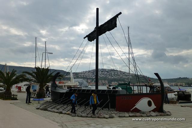 Replica de una antigua nave de las que salian desde Foça a comerciar por todo el mediterraneo
