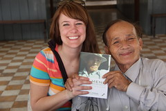 """Abby with one of the two remaining survivors of Toul Sleng <a style=""""margin-left:10px; font-size:0.8em;"""" href=""""http://www.flickr.com/photos/46768627@N07/13295516185/"""" target=""""_blank"""">@flickr</a>"""