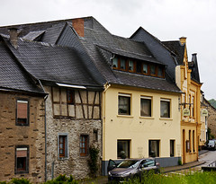 photo - Kobern (Jassy-50) Tags: building architecture river germany photo halftimbered mosel moselle moselriver fachwerk kobern moselleriver germany2013