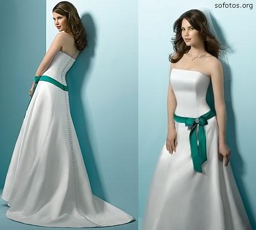 Vestido de noiva com laço de cetim