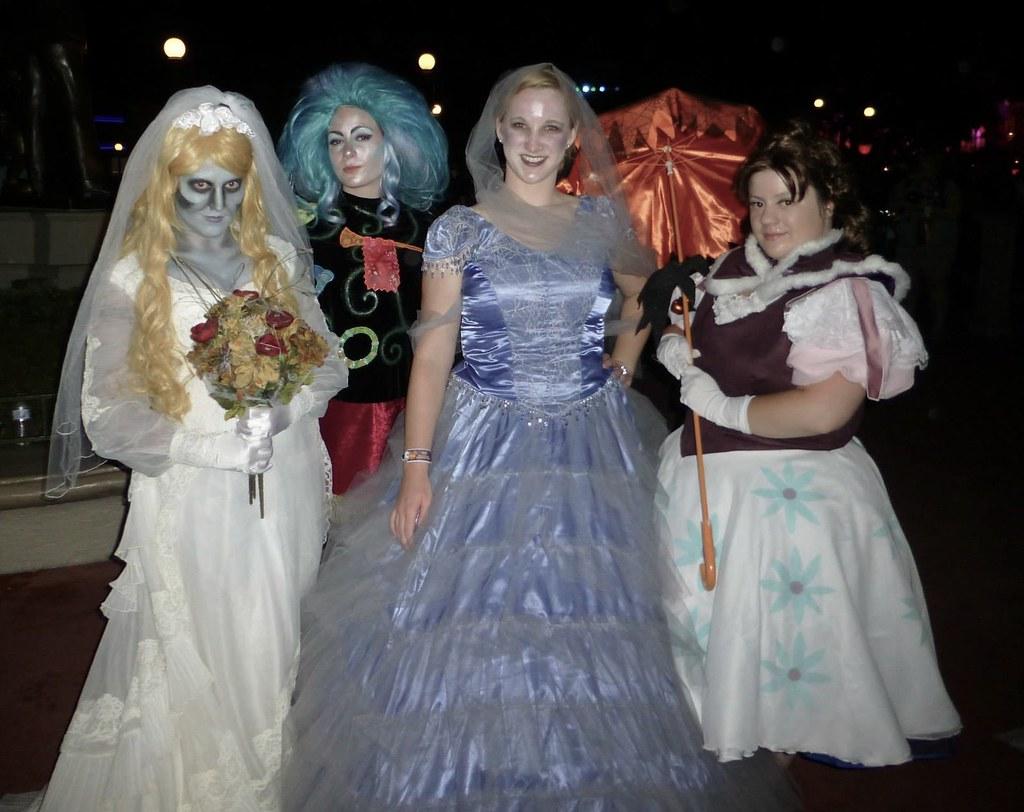 haunted mansion wonderland rose tags halloween costume cosplay ghost disney magickingdom hauntedmansion tightropewalker