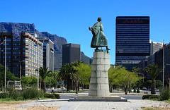 Los Angeles? No, Cape Town. (fotoeins) Tags: africa city travel mountain building history statue skyline canon southafrica geotagged eos capetown tablemountain trafficcircle heerengracht eos450d henrylee 450d bartolomeudias fotoeins bartholomewdiaz myrtw canonefs1855mmf3556isii henrylflee geo:lat=3391739257168596 geo:lon=18428129106760025 fotoeinscom