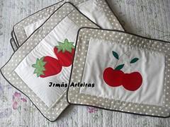 Jogo americano morangos e cerejas (irmasarteiras2) Tags: artesanato patchwork jogo americano patchaplique irmsarteiras