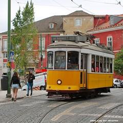 São Tomé (ernstkers) Tags: ccfl carris streetcar tram tramvia tranvia trolley portugal lisboa lisbon 542 ccfl542 lissabon lisbonne strasenbahn eléctrico bonde spårvagn