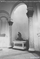 Monumento a mons Tomàs Gregorio Camacho  -Cattedrale di Salto di edmundo Prati