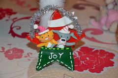 Dog and Cat (MissLilieDolly) Tags: dcoration de nol christmas decoration suspension hanging guirlande garland boule ball personnage characters figurine figure sapin fir lumineuse tree bright light collection pre santa claus dog cat chien et chat missliliedolly miss lilie dolly aurelmistinguette