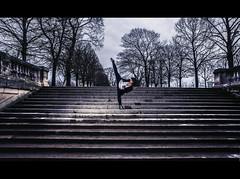 Ingnieur B2K (Jerry Art Motion) Tags: motion paris art ass scarlet kick jerry jardin tricks miller step talent escalier marche liva incroyable tuilerie tricking strob jerrydsign