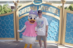 Daisy Duck and me at DCA (GMLSKIS) Tags: california disney amusementpark anaheim dca californiaadventure disneycaliforniaadventure daisyduck georgelandis