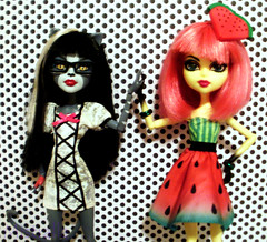 Black, White, and Colorful (MistrallaMilky) Tags: monster insect la high vespa dress background cam bee watermelon da hornet create dots dee vezpa werecat purrsephone werecats mchonnibelle