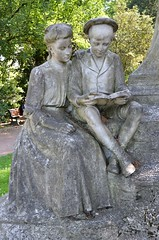 Amiens (Somme) - Place du Marchal Joffre - Statue de Jules Verne (par Albert Roze) - Dtail (Morio60) Tags: 80 amiens julesverne picardie somme verne marchaljoffre