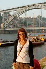 Mims y el Ponte (PequeaMims) Tags: bridge summer portrait me portugal girl ro river puente atardecer holidays barcos ships august douro 1855mm oporto duero canoneos1100d