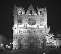 Cathdrale St Jean de Lyon (Y.Ma Photographies) Tags: old city light blackandwhite panorama building church monument monochrome architecture night religious grey blackwhite nikon lyon noiretblanc lumire pano nb porte mur nuit glise blanc ville batiment ancien urbain yannick patrimoine ambiance religieux 2470mm yma f28g 2013 zoomnikkor d700 afs2470mmf28ged yannickmazellier mazellier ymaphotographie