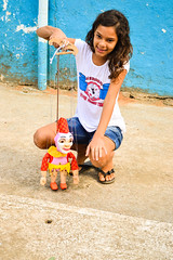 Apresentao Marionetes - Ilha Design (Carine fel) Tags: brazil people smile brasil riodejaneiro kids children fun nikon ilhagrande sorriso crianas marionetes ilhadesign nikond3100