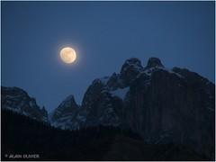 Lune gibbeuse et Mamelles de Beaune