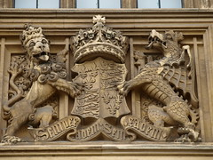 Houses of Parliament, Peers' Terrace east face, 23rd monarch, Elizabeth I (Baz Manning) Tags: housesofparliament palaceofwestminster royalcrests royalheraldry royalcoatsofarms thamessightseeing carvedheraldry englishroyalheraldry londonheraldry