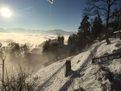 Chalet à la limite du brouillard