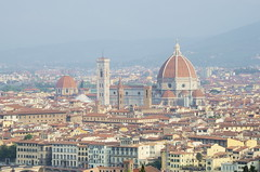 Cathedral Santa Maria del Fiore (Theo Crazzolara) Tags: cattedraledi santa mariadel fiore florence cathedral kathedrale florenz firenze fiorenza italy italien europe europa sight sightseeing sehenswürdigkeit hotspot toskana tuscany italiano toscana nikon d5100 nikkor bischofskirche renaissance brunelleschis unesco world heritage site saint mary landscape scenic view look arno dächer häuser roofs red panorama building