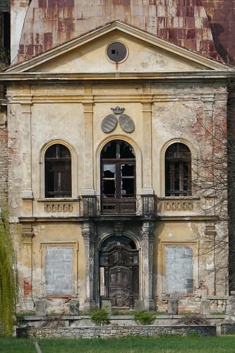 Ryzalit wejściowy pałacu w Mańczycach