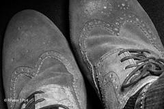 rough shoes (R-Pe) Tags: life blue red white black rot eye art robert water coffee café smile face breakfast night train canon square photo essen gesicht wasser noir day foto mask nacht live tag fine wiese kaffee zug security ferrari bleu peter hut trainstation rosen blau augen lachen trinken bahn wald schwarz chai figur acryl leben maske pastell masken ingwer larve blaw bahnstation 1764 tschai rpe röbi 1764org www1764org