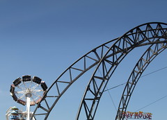 Metal Curves (Tony Worrall Foto) Tags: park uk family vacation england people sun yellow metal kids children fun seaside holidays ride northwest candid north sunny bluesky fair visit tourist resort event sunlit excitement funfair excite southport thrill southportpleasureland 2013tonyworrall southportfunfairpleasureland