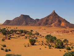 Demi. La aldea (escandio) Tags: chad demi desierto salar tchad 2013 ounianga scchad