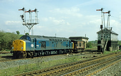 40077 trundles through Cudworth, no doubt on its way to a colliery. (delticfan) Tags: 40077 guardsvan cudworth class40 eetype4 cudworthsouthjnc