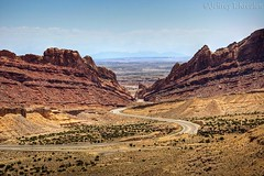 I-70 Through San Rafael Reef (Jeff Kreulen) Tags: mountain utah highway sandstone desert swell interstate70 sanrafaelreef spottedwolfcanyon