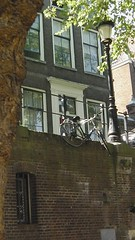 fiets parkeren (JANKUIT) Tags: utrecht dom rondvaart gauchos grachten fietsen tafereel studentenstad grachtenwand