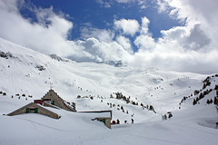 Refugio de la Renclusa ((trinchen)) Tags: snow hut refugio pyrenees benasque whitespace pyrenen