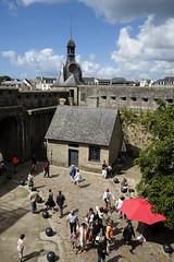 Concarneau, ville close (Ytierny) Tags: france vertical architecture bretagne concarneau fortification entre finistre touriste rempart littoral et villeclose ilot cornouaille ctebretonne concarnois ytierny