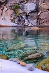 Valle Verzasca (Edi Bähler) Tags: nature rock creek schweiz ticino natur bach waters fels spiegelung gewässer valleverzasca 70200mmf28 lavertezzo rocksstones felsensteine nikond3s