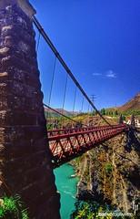 Kawarau Suspension Bridge (hapePHOTOGRAPHIX) Tags: neuseeland newzealand 554nzl 554nsi nuevazelanda aotearoa südinsel southisland islasur hapephotographix nikonf80 otago blauerhimmel bluesky cieloazul landschaft landscape kawarau bridge puente brücke kawarapuentedebungy queenstown bungy bungyjumping dsplyys