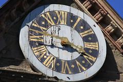 Löwenburg - Uhr - Kassel Wilhelmshöhe (Stefan_68) Tags: detail clock germany deutschland hessen unescoworldheritagesite unesco kassel uhr hesse wilhelmshöhe churchclock bergpark löwenburg welterbe kirchturmuhr unescoweltkulturerbe