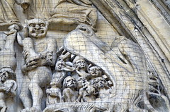 Saint-Omer (Francia). Catedral de Notre-Dame. Detalle del tímpano central (rabiespierre) Tags: geotagged catedral francia infierno saintomer gótico tímpano leviatán pasodecalais geo:lat=50747372 geo:lon=2252991