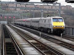 2014-01-12 91105 (1045 London Kings Cross-Edinburgh) King Edward Bridge, Newcastle (John Carter 1962) Tags: rail trains railways 91 eastcoast ecml class91