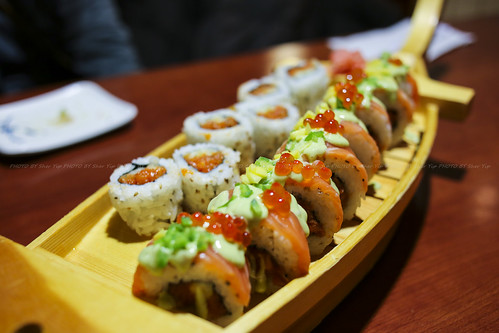 Twist Roll - Spicy Salmon, Pineapple, Topped with Salon, Wasabi sauce ...
