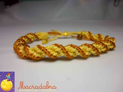 Pulsera Kumihimo (Macradabra) Tags: handmade amarillo bracelet hilos pulseras kumihimo manillas macradabra