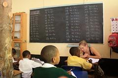 Tine geeft les in klas 1