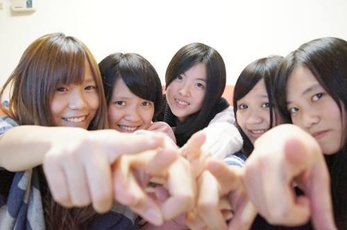 六年姐妹淘(左3)