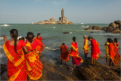 Pilgrims.   Kanyakumari (Claire Pismont) Tags: asia asie inde india indedusud indian island bath sacredbath hinduism hindouisme hindu vivekananda travel travelphotography kanyakumari memorial documentory clairepismont pismont