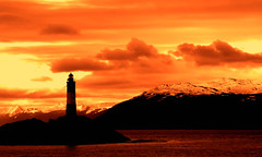 le phare du bout du monde (beagle channel - argentina) (bloodybee) Tags: ocean sea sky mountain snow water rock backlight clouds landscape tierradelfuego ushuaia island sailing pacific atlantic hills lighhouse fireland endoftheworld beaglechannel findelmundo landoffire