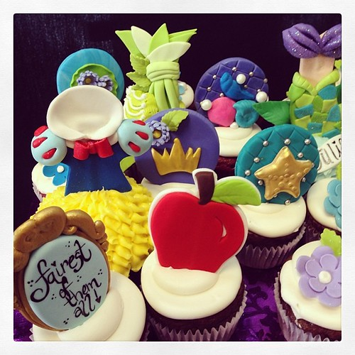 Up close disney cupcakes #royaltycakes #followus @missdre22 @royaltycakes