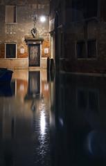 marea piovosa (invitojazz) Tags: venice rain nikon venezia pioggia notte hightwater d90 altamarea invitojazz vitopaladini