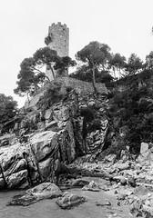 Torre Valentina (Joan Maal) Tags: minolta x700 rokkor md 2450 f4 asa400 palamós girona ilford film hp5