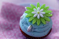 a cupcake from my sweet daughter Olivia ...thanks again ;o) (_andrea-) Tags: silberherzen glasur happy macro monday hmm glaze cupcake love yummie confiserie vollenweider winterthur sonyalpha7mii zeissplanar