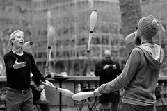 jugglers (kogh65) Tags: new york photography photo travel art nyc ny street black white leica m mono tone city outdoor life people depth field reportage young kogh candid camera focus pov picture 50mm image manhattan artist kogh65 blackandwhite monochrome 2017 portrait sun sunlight rest bryantpark bryant park lunch time juggling juggl juggler jugglers
