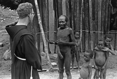 album2film170foto006 (Melanesian cultures) Tags: baliem baliemvallei sibil sibilvallei josdonkers eranotali wisselmeren papua irian jaya nieuwguinea ofm franciscanen minderbroeders missionaris