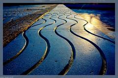 Glisser Sur La Vague... (sabinelacombe) Tags: bleu monument marche mouvement vague berre bouchesdurhone paca provence jaune