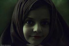 NIÑA (Pedro Michelena) Tags: paloma personas refugiada pmmrm61 niñaconmanta girl portrait retrato face cara fille